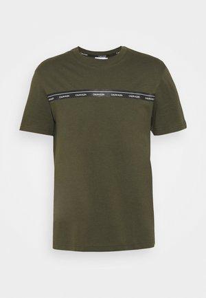 LOGO STRIPE - Print T-shirt - dark olive