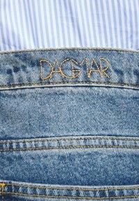 House of Dagmar - ALBA - Flared jeans - medium blue - 4