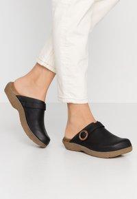 El Naturalista - WAKATIWAI - Pantofle - black - 0