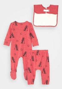 Cotton On - BABY BUNDLE GIFT BAG SET - Regalo per nascita - red brick - 1