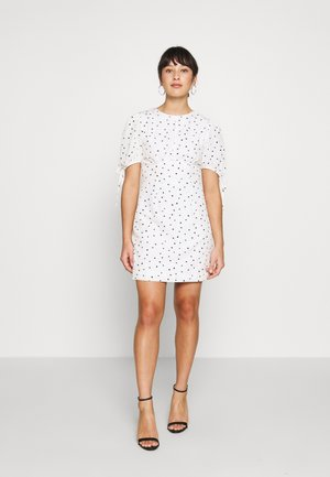 STUDIO: HEART PRINT DRESS - Denní šaty - white