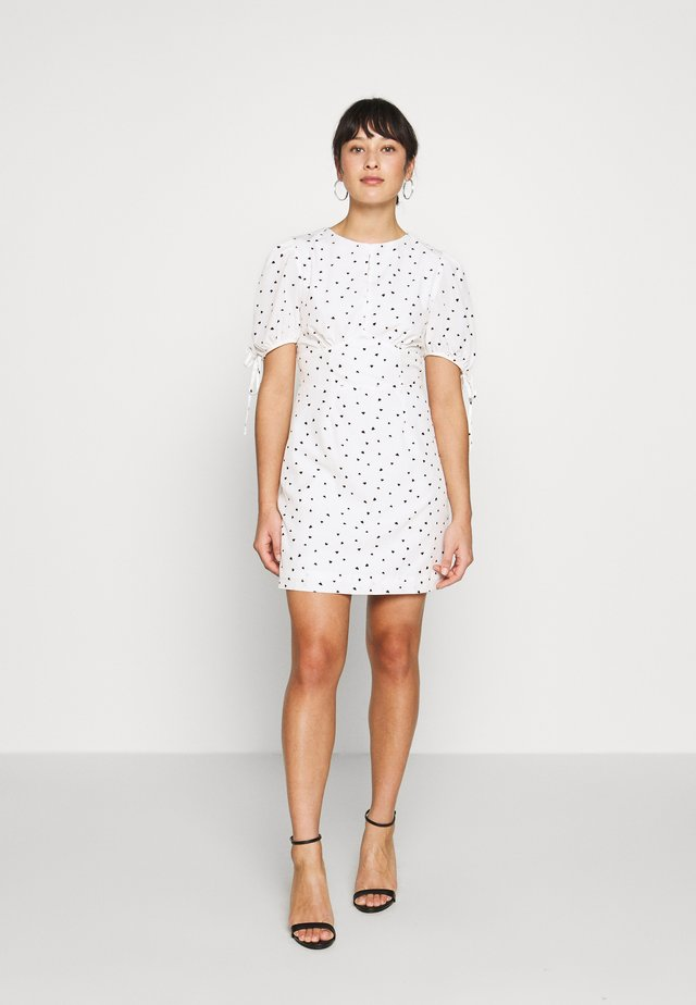 STUDIO: HEART PRINT DRESS - Korte jurk - white