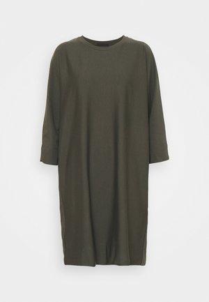 TILESA - Denní šaty - grün