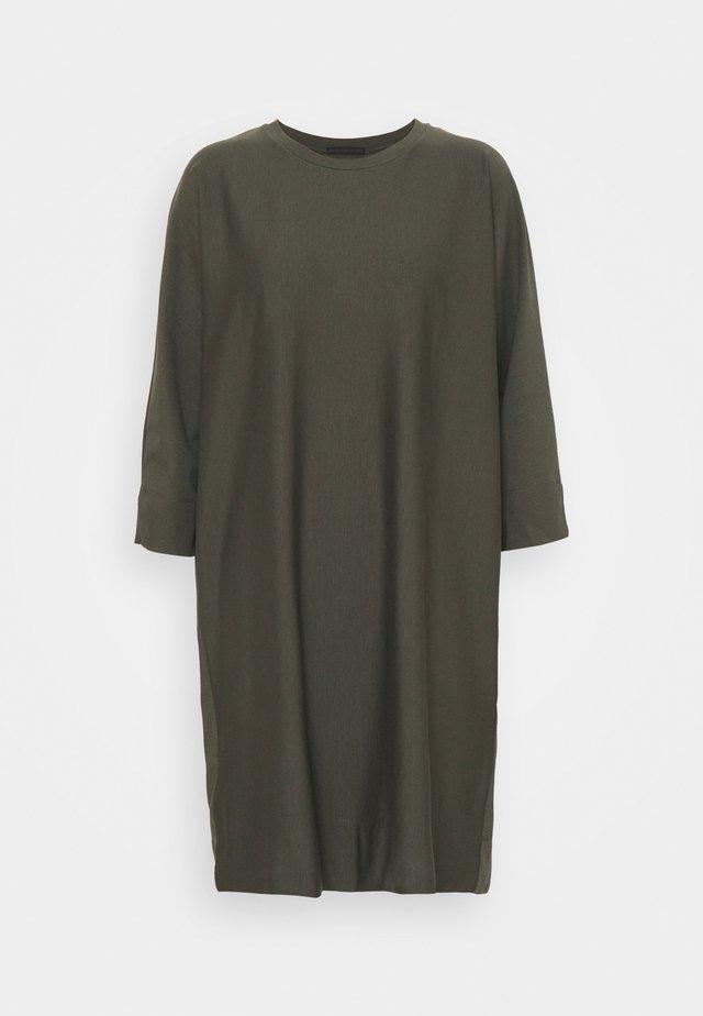 TILESA - Day dress - grün