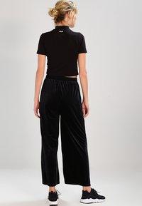 Fila - EVERY TURTLE TEE - T-shirt z nadrukiem - black - 2