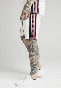 SIKSILK - Shorts - off white - 3