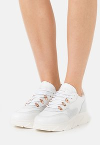 Steve Madden - PICANTE - Sneakers laag - white - 0