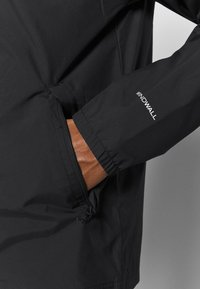 The North Face - WALLS ARE MEANT FOR CLIMBING COACHE - Kuoritakki - black - 5