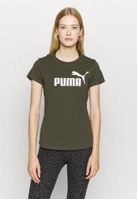Puma - LOGO TEE - Print T-shirt - forest night - 0