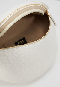 Furla - PIPER BELT BAG - Ledvinka - talco - 5