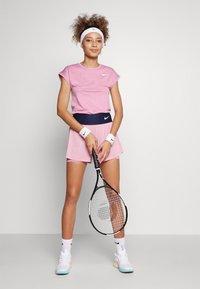 Nike Performance - SHORT - Träningsshorts - elemental pink/white - 1
