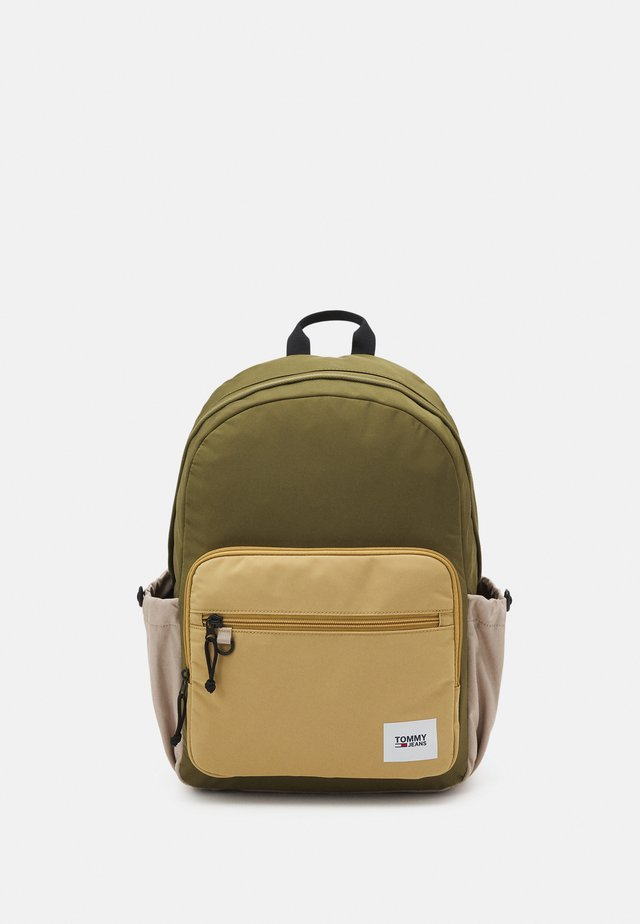 URBAN ESSENTIALS BACKPACK UNISEX - Batoh - green