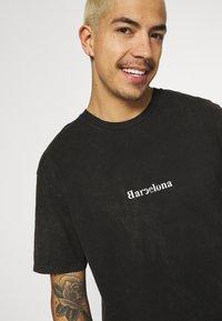 Topman - MALMO PRINT TEE - T-shirt med print - grey - 3