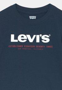 Levi's® - SHORT SLEEVE GRAPHIC TEE - Print T-shirt - dress blues - 2