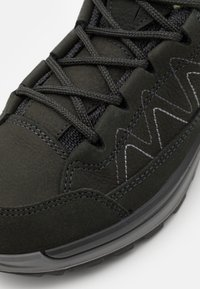 Lowa - TORO EVO GTX LO - Hiking shoes - anthracite/mint - 5