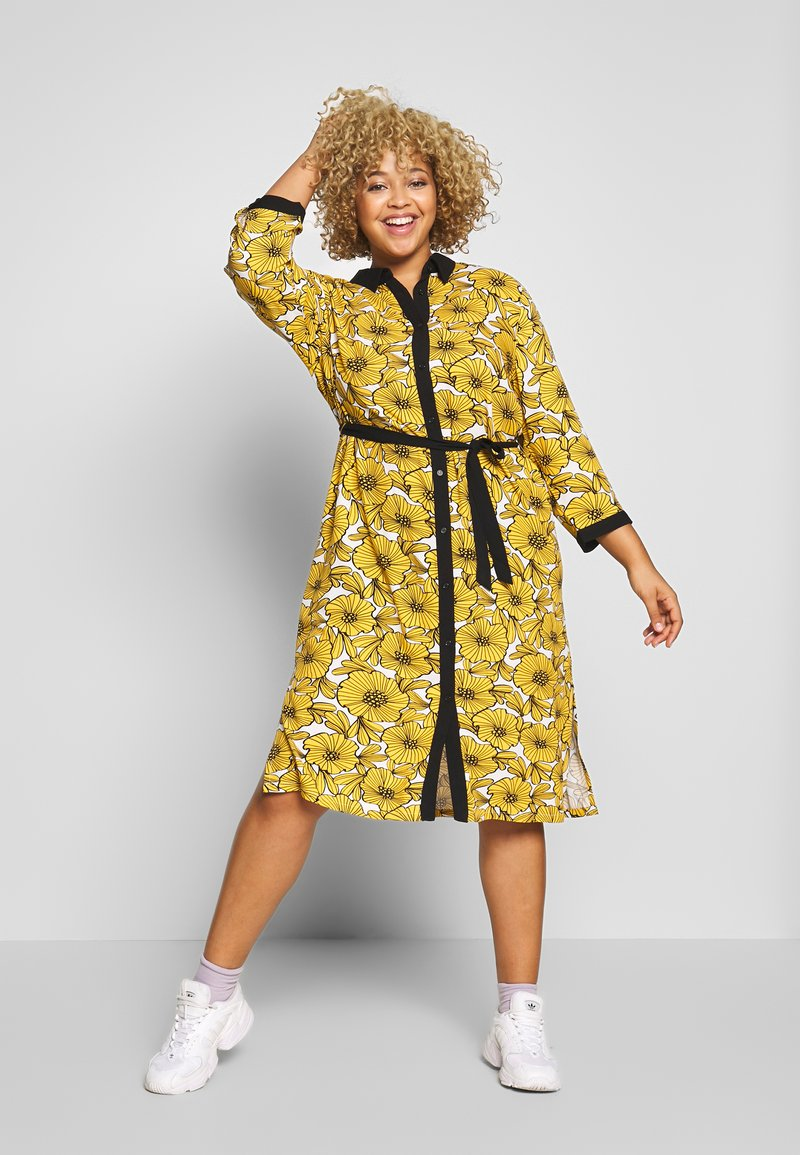 Ciso - DRESS WITH FLOWER PRINT - Skjortklänning - cheddar yellow