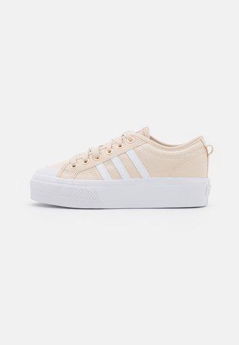 NIZZA PLATFORM - Sneakers basse - halo ivory/footwear white/vapour pink