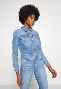 Guess - ADELYA ZIP - Kurtka jeansowa - dolby - 0