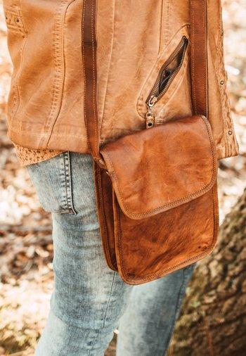 TAMARA - Across body bag - braun