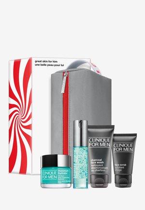 CFM ESSENTIALS SET A - Skincare set - -