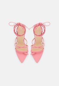 Glamorous - Sandály s odděleným palcem - pink - 5
