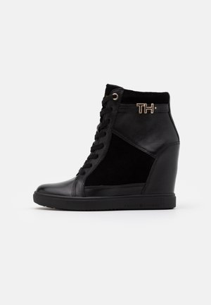 HARDWARE WEDGE - High-top trainers - black