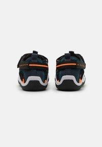 Geox - WADER - Chodecké sandály - navy/orangefluo - 2