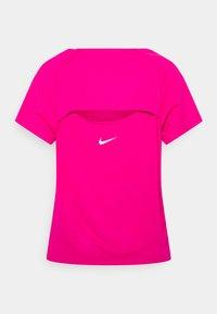 Nike Performance - ICON CLASH MILER  - Print T-shirt - fireberry/white - 6