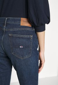 Tommy Jeans - MADDIE BOOTCUT  - Bootcut jeans - hanna dark blue comfort - 4