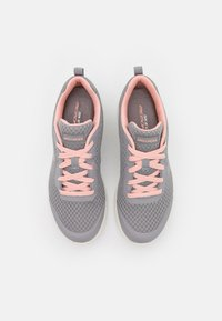 Skechers Sport - DYNAMIGHT 2.0 - Zapatillas - gray/coral - 5