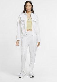 Nike Sportswear - W NSW SWSH - Trousers - white/black - 1