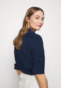 Steffen Schraut - BENITA ESSENTIAL BLOUSE - Button-down blouse - navy - 3