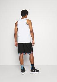 Nike Performance - DRY DNA  - Short de sport - black/chile red - 2