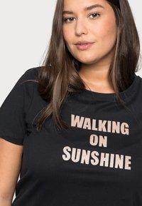Kaffe Curve - TIVALIVA - Print T-shirt - black/gold - 4