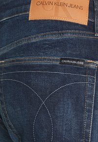 Calvin Klein Jeans - SLIM TAPER - Jeans Tapered Fit - blue - 2