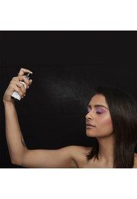 Nyx Professional Makeup - SETTING SPRAY - Utrwalanie makijażu - 2 dewy - 2