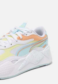 Puma - RS-X³PASTEL MIX - Sneakers laag - white/yellow pear/peach cobbler - 7
