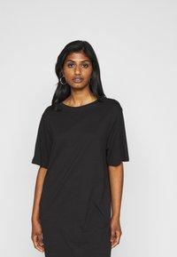 Even&Odd Petite - 2 PACK - Žerzejové šaty - black/dark grey - 6