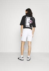 Kaotiko - BAGGY - Denim shorts - denim - 2