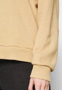American Eagle - KEY ITEM CREW  - Sweatshirt - golden - 5