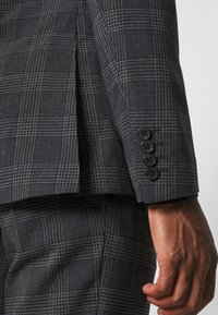 Isaac Dewhirst - BOLD CHECK 3PCS SUIT - Suit - dark blue - 10