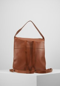 KIOMI - LEATHER - Batoh - cognac - 2