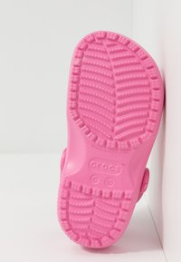 Crocs - CLASSIC - Pool slides - pink lemonade - 5