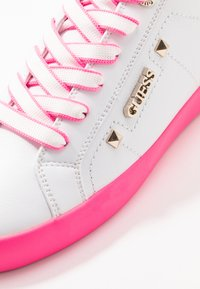 Guess - PUXLY - Trainers - white/pink - 2