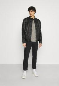 Superdry - LAUNDRY TEE TRIPLE 3 PACK - T-shirt basic - black/optic/laundry grey marl - 0