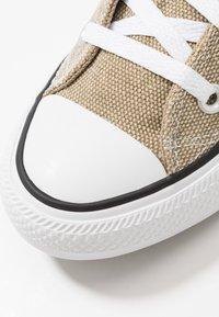 Converse - CHUCK TAYLOR ALL STAR - Baskets montantes - khaki/total orange/white - 5