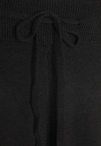 Vero Moda - VMMURI PANTS  - Tracksuit bottoms - black - 2