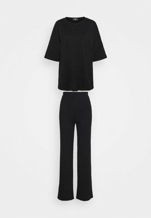 TEE AND WIDE LEG SET - Pantalones - black