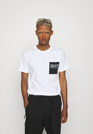 REPEAT SHADOW LOGO POCKET TEE UNISEX - T-shirt con stampa - bright white