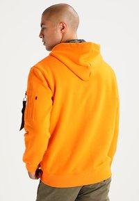 Alpha Industries - FOAM PRINT - Sweat à capuche - alpha orange - 2